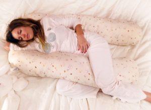 Подушка-обнимашка: какой бывает, зачем она нужна, как сделать самому и где купить.